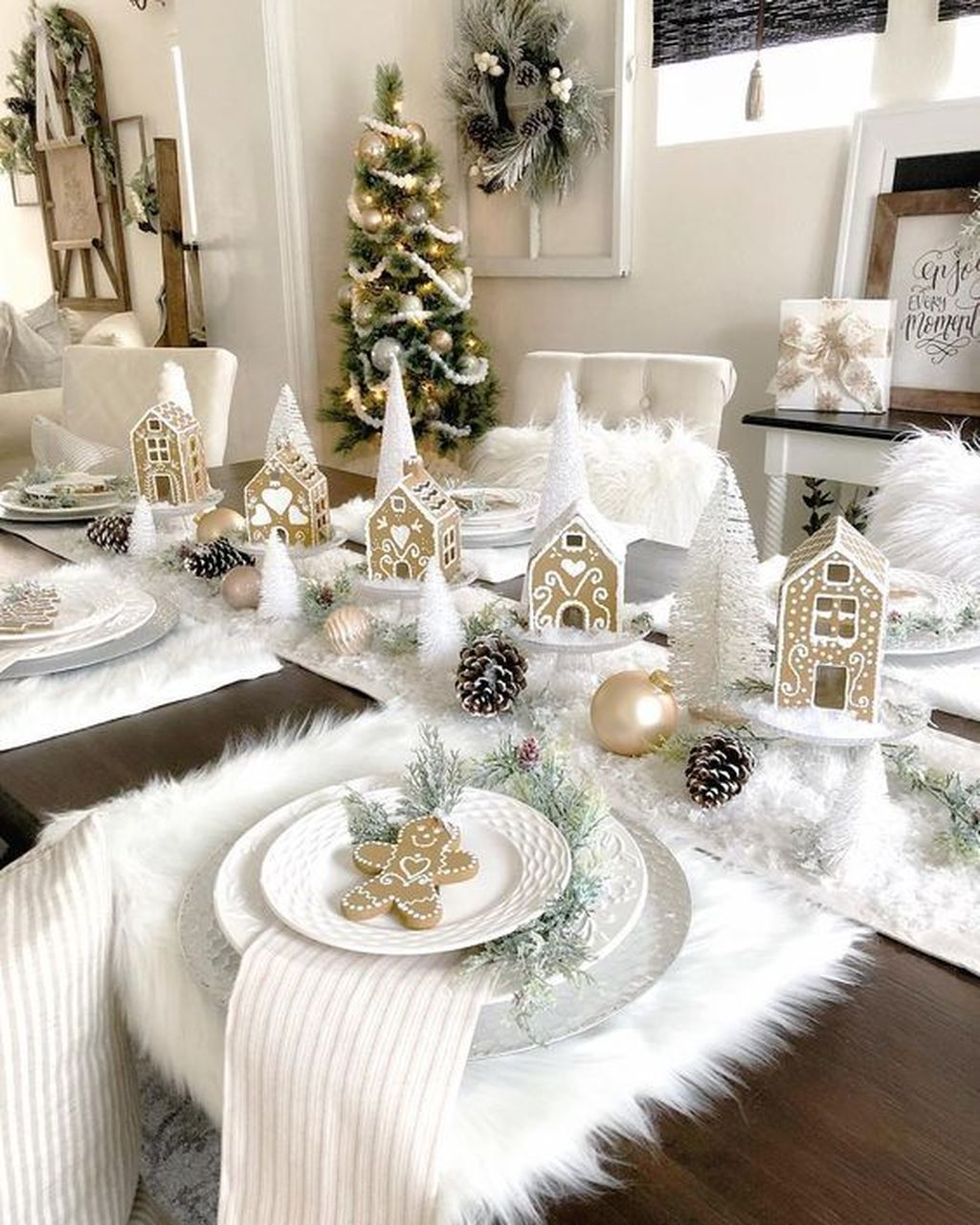 Beautiful Christmas Table Centerpieces For Your Dining Room 04