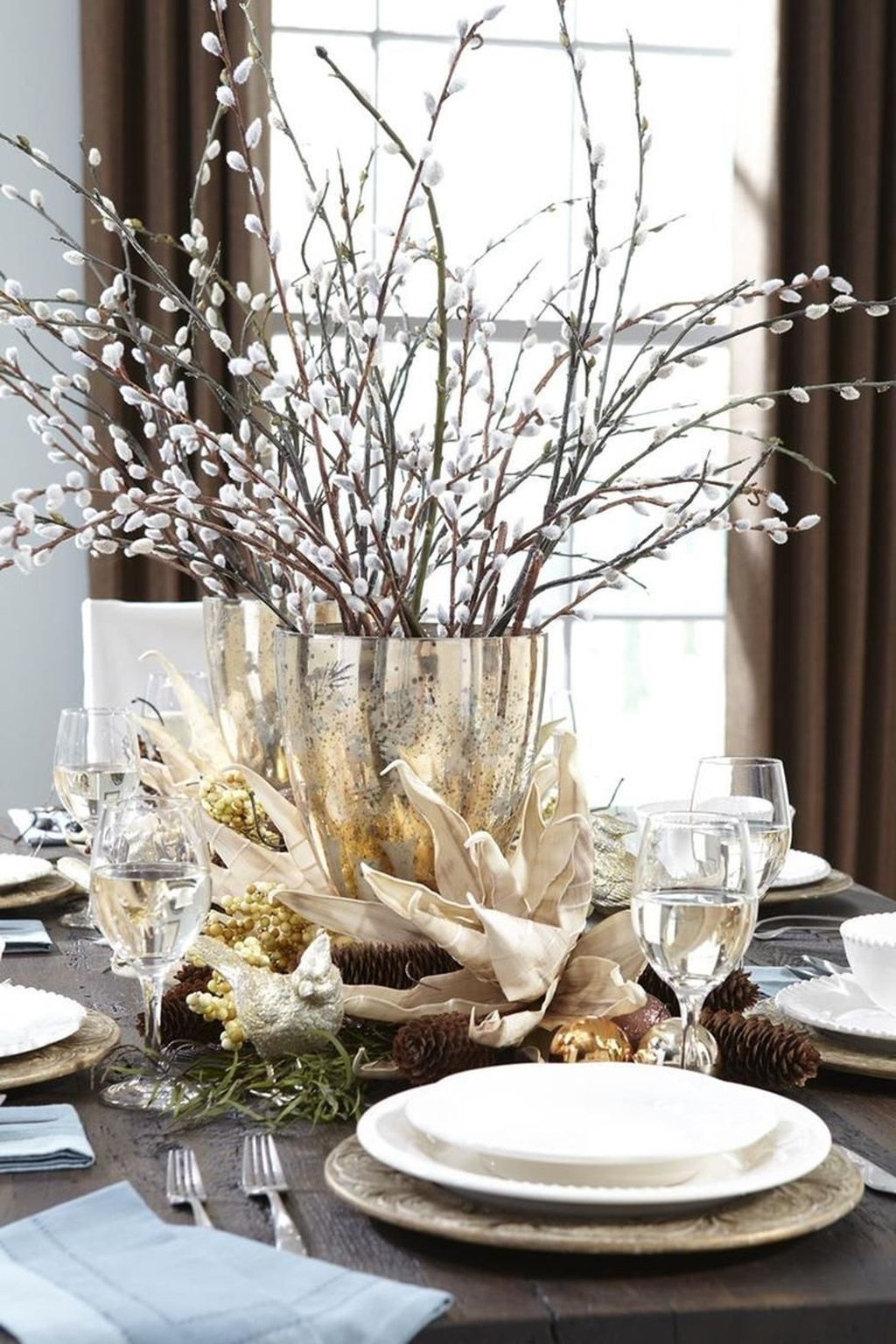 Beautiful Christmas Table Centerpieces For Your Dining Room 05