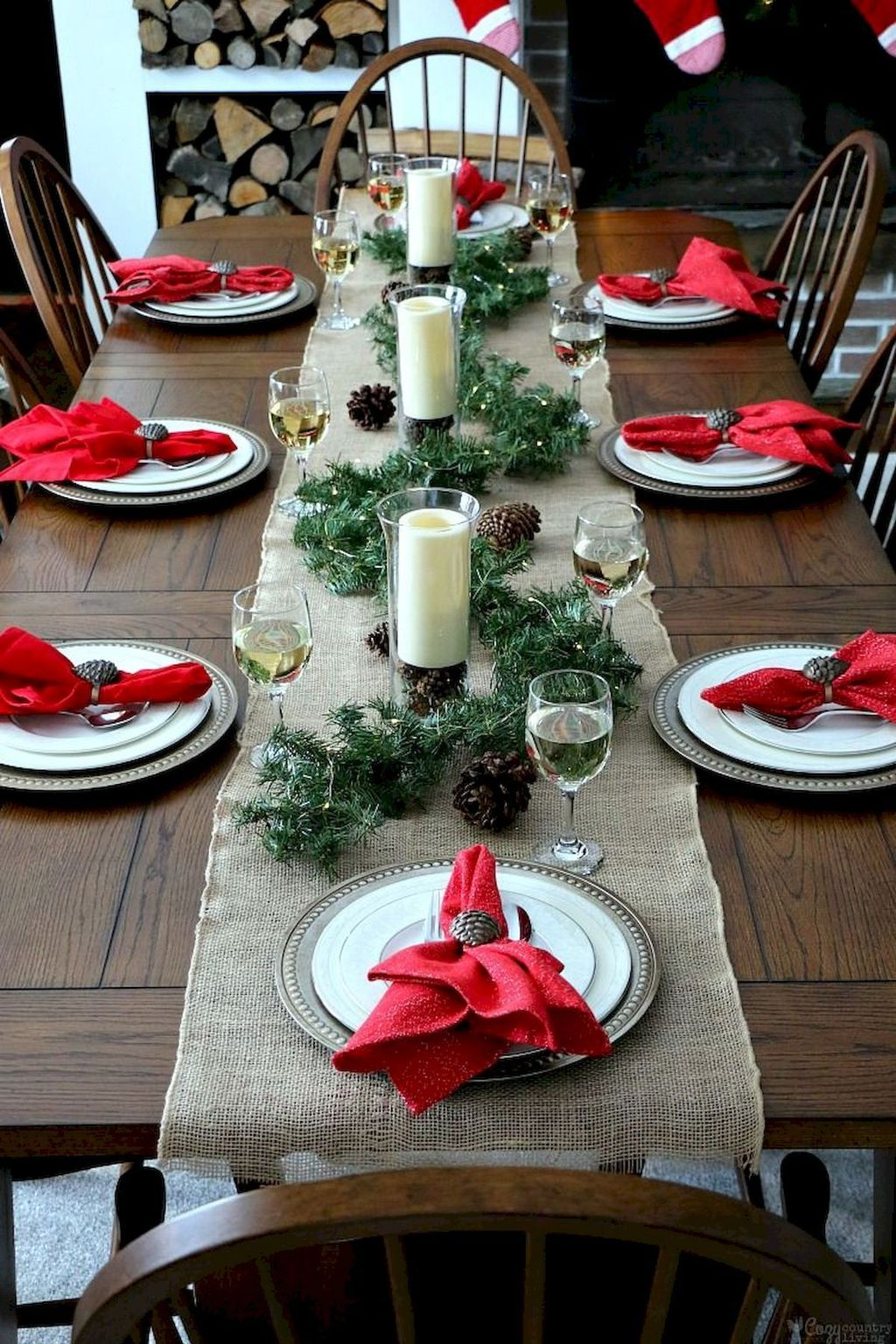 Beautiful Christmas Table Centerpieces For Your Dining Room 18