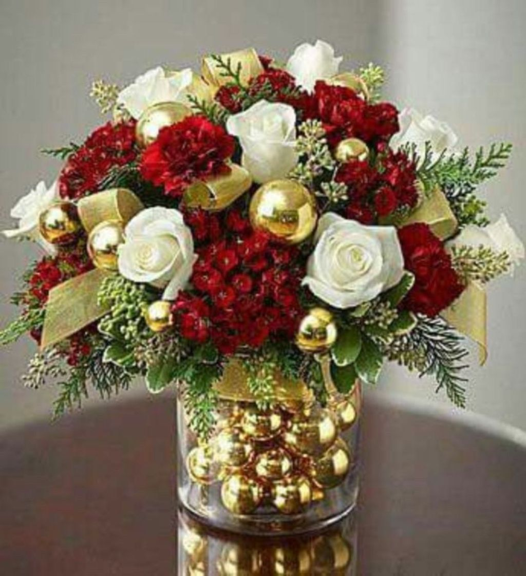 Beautiful Christmas Table Centerpieces For Your Dining Room 19