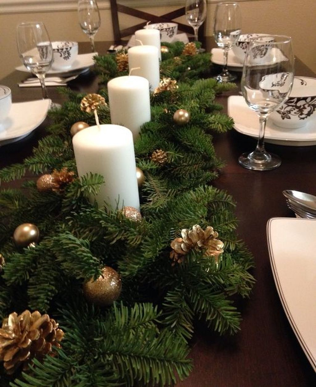 Beautiful Christmas Table Centerpieces For Your Dining Room 23