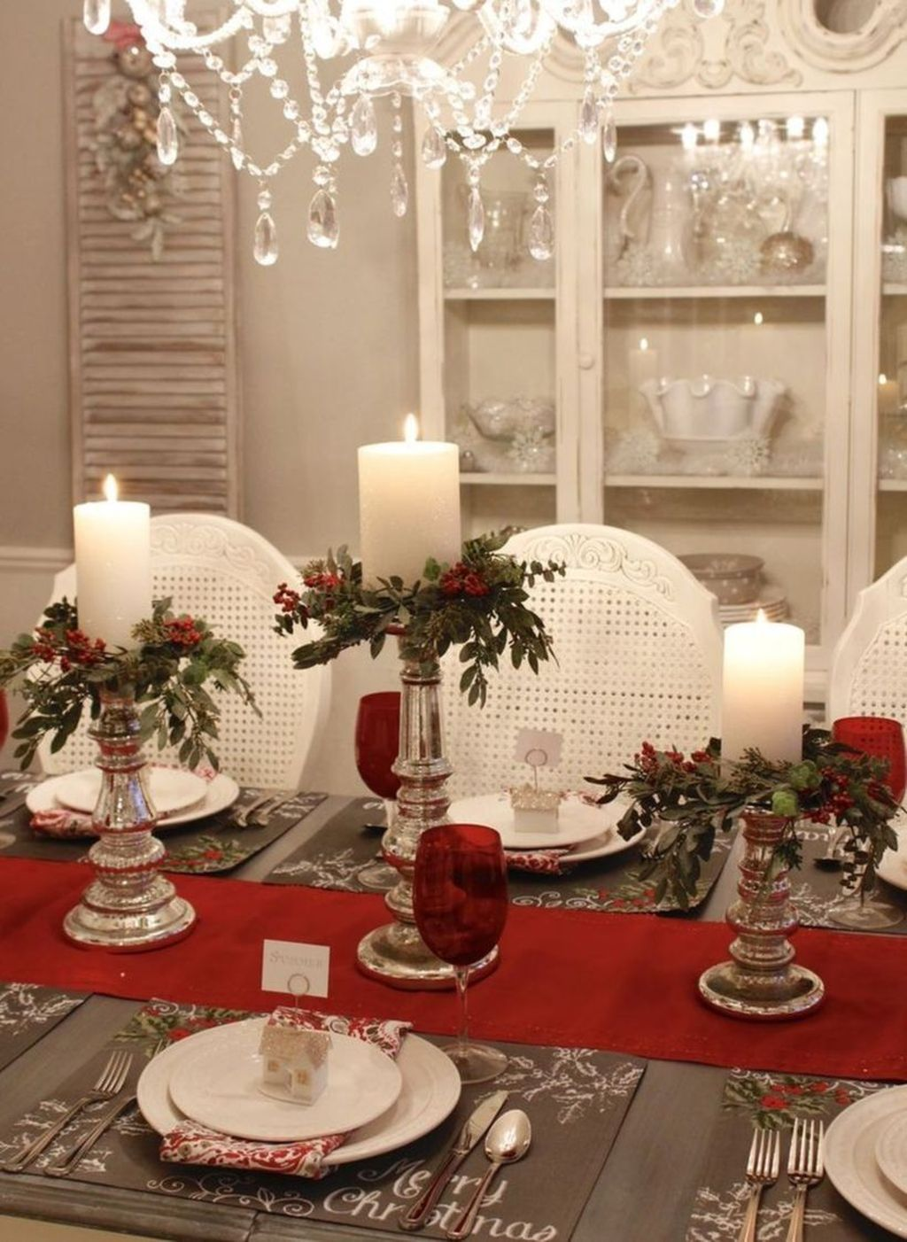 Beautiful Christmas Table Centerpieces For Your Dining Room 30