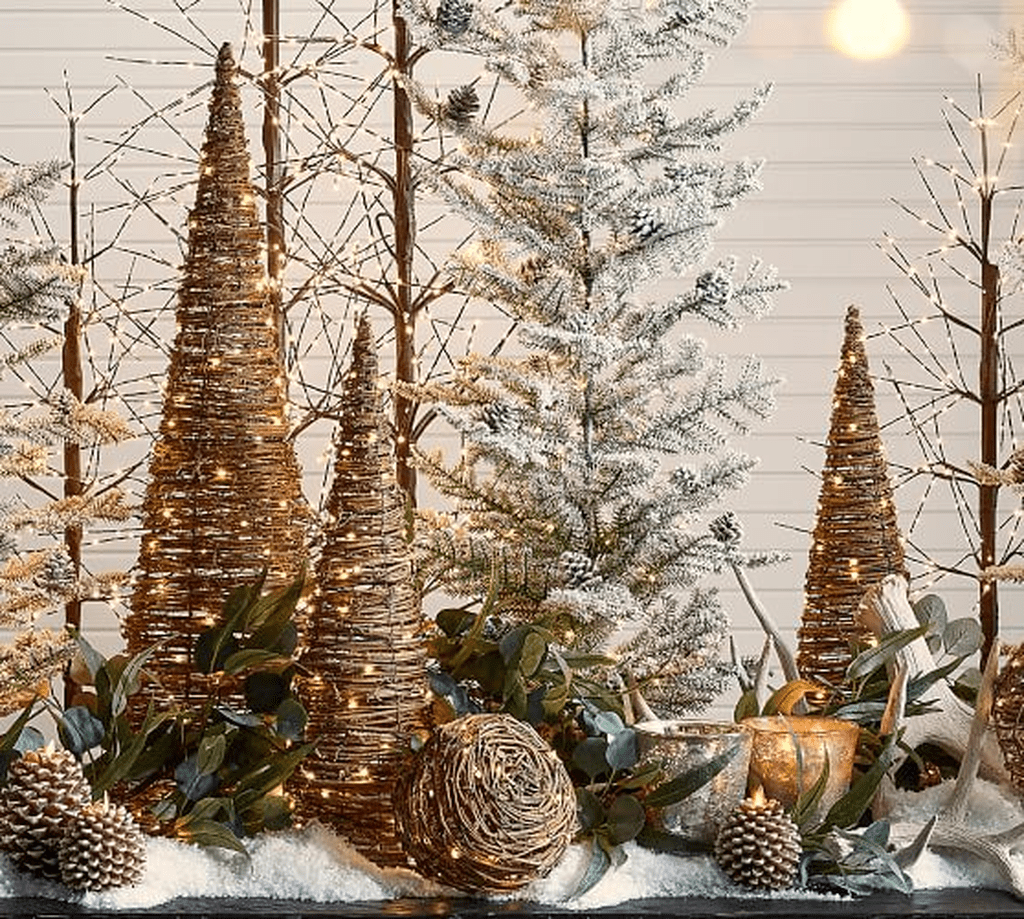 Beautiful Christmas Table Centerpieces For Your Dining Room 34