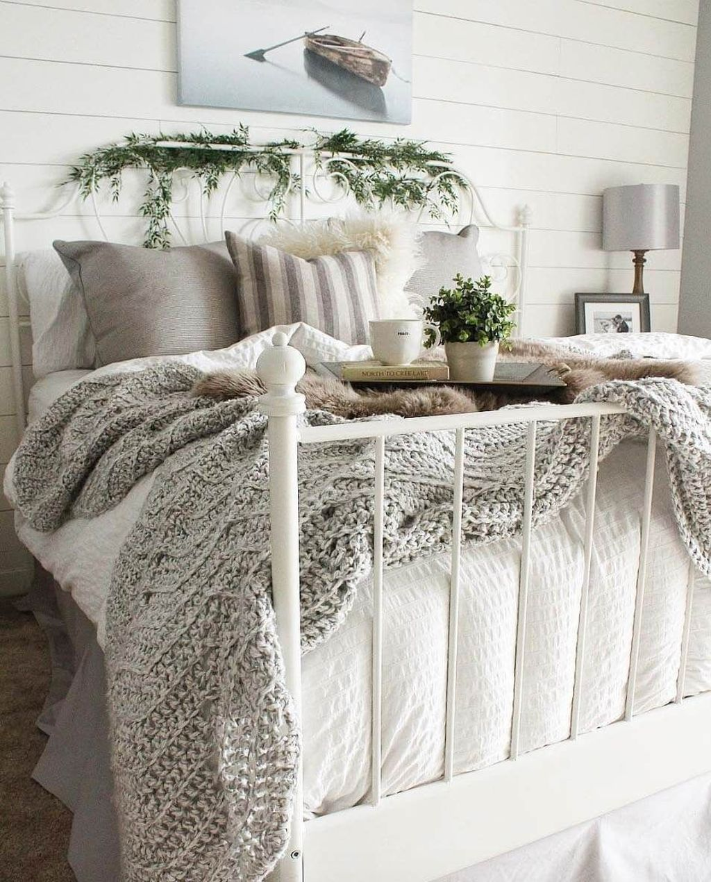 Beautiful Winter Bedroom Decor Ideas 08