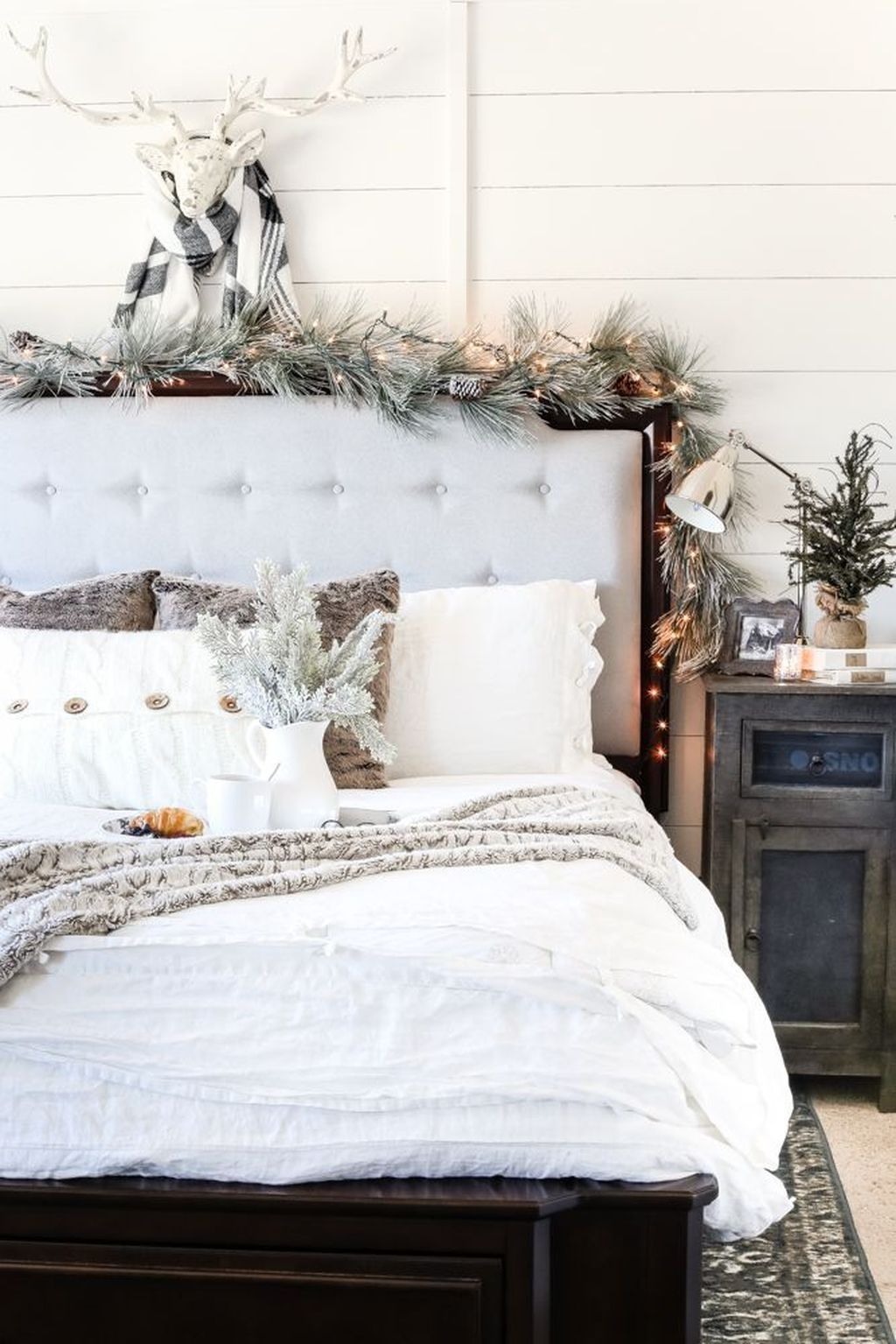 Beautiful Winter Bedroom Decor Ideas 26