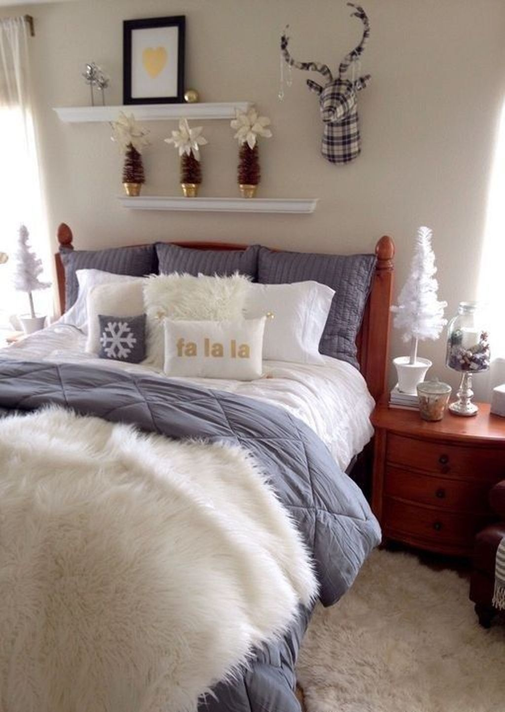 Beautiful Winter Bedroom Decor Ideas 29