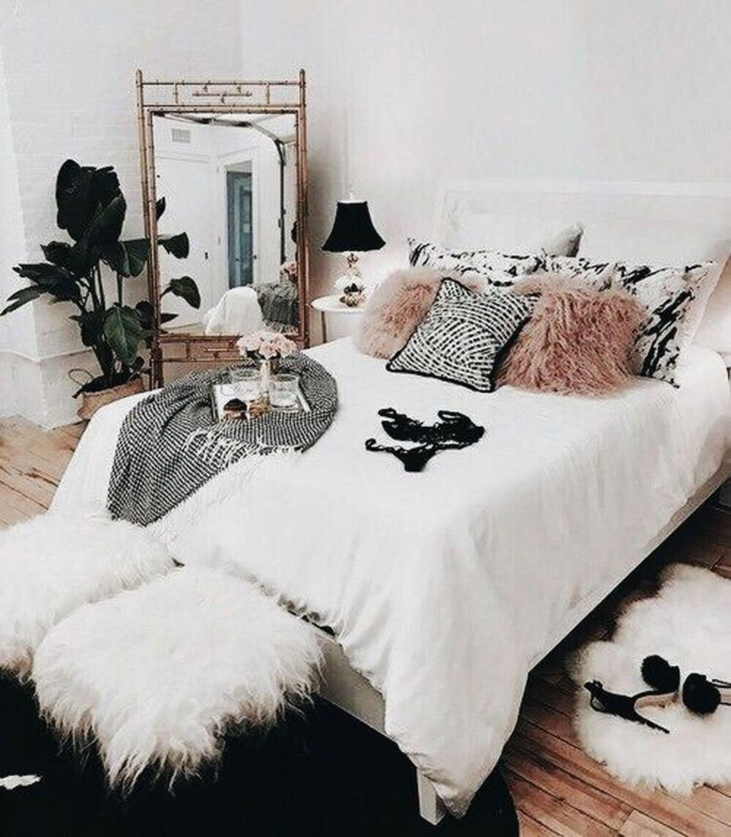 Beautiful Winter Bedroom Decor Ideas 34