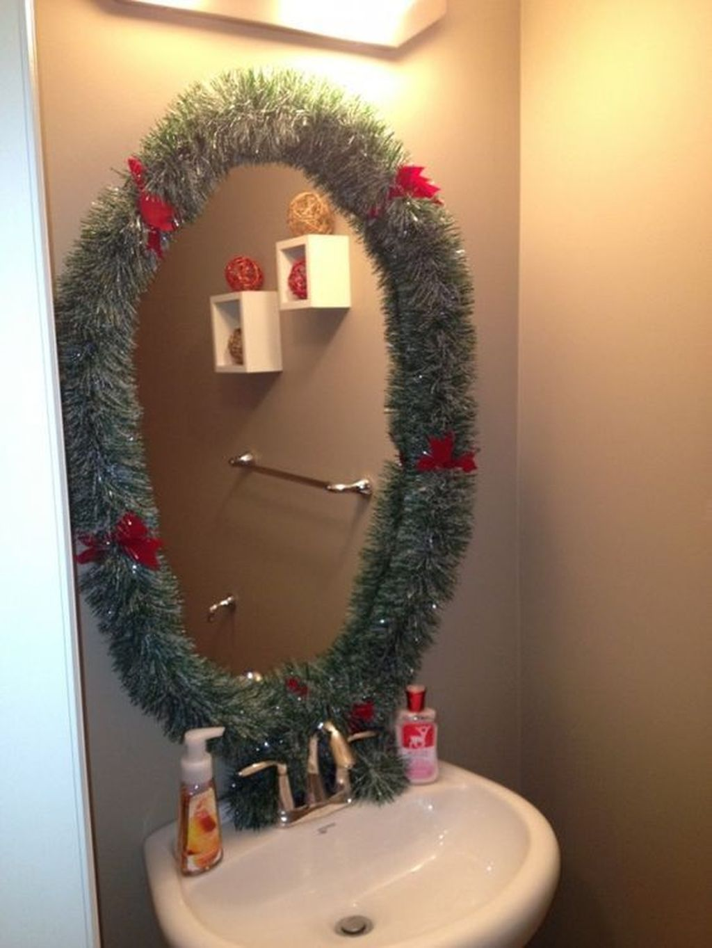 Fabulous Christmas Theme Bathroom Decor Ideas Trend 2019 01