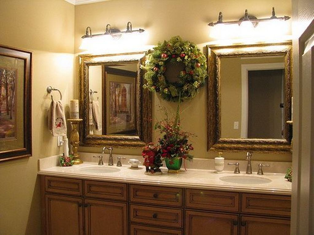 Fabulous Christmas Theme Bathroom Decor Ideas Trend 2019 14