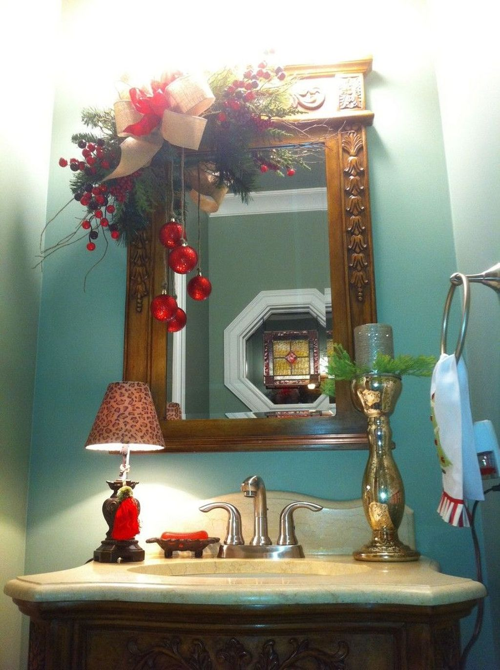 Fabulous Christmas Theme Bathroom Decor Ideas Trend 2019 31