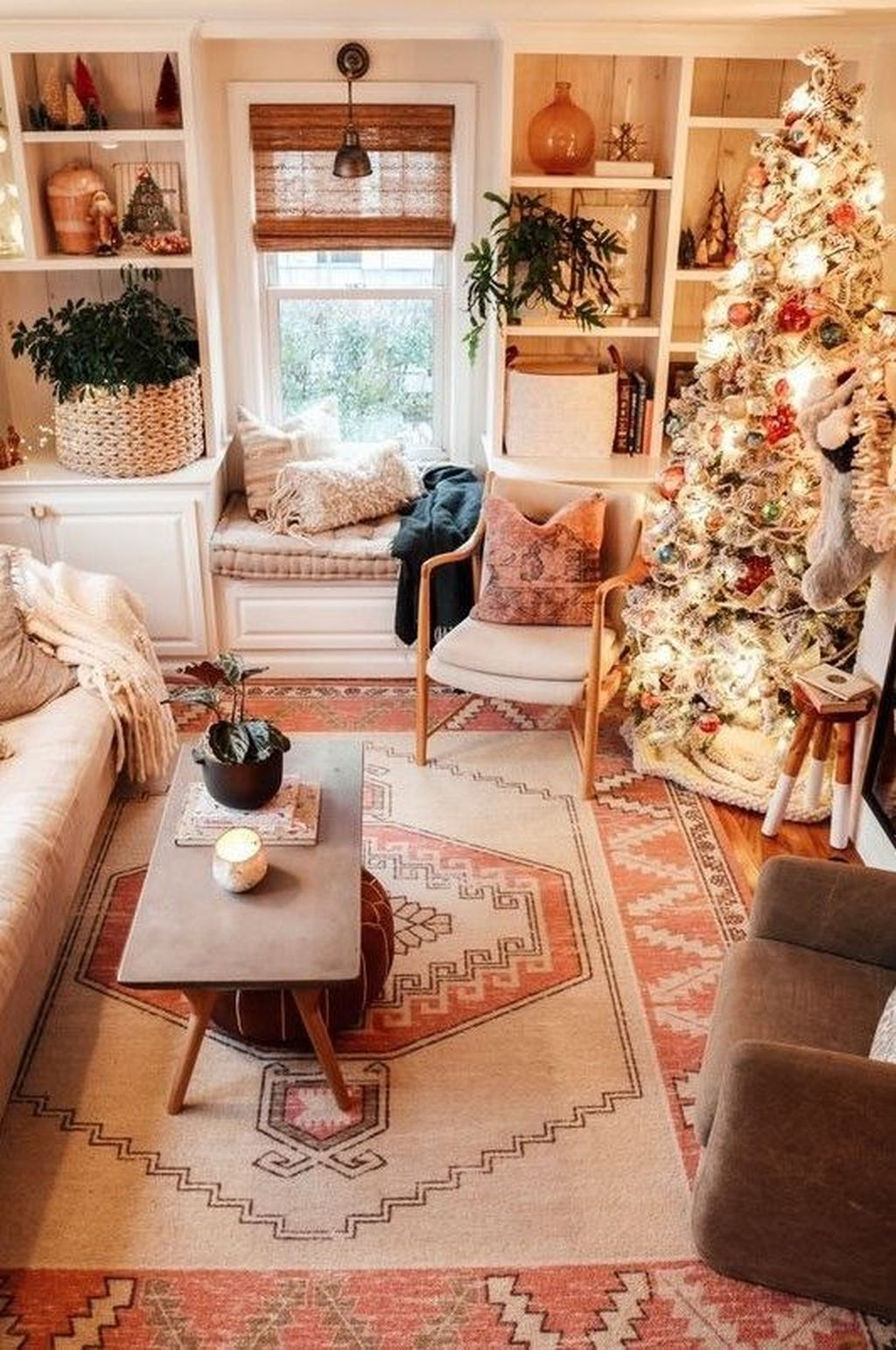 Gorgeous Christmas Living Room Decor Ideas To Look More Beautiful 02