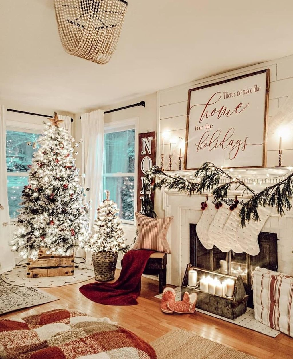 Gorgeous Christmas Living Room Decor Ideas To Look More Beautiful 03