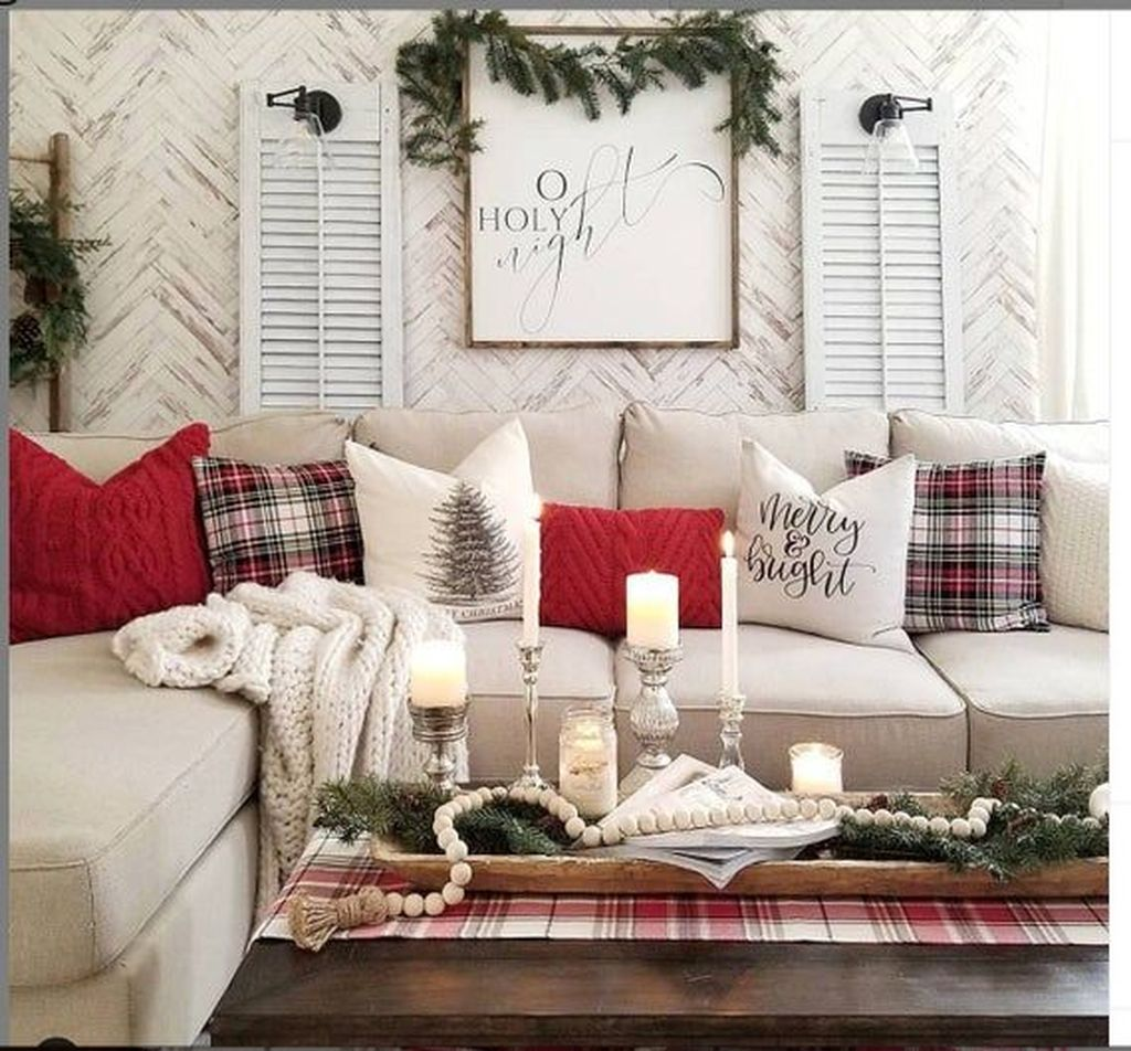 Gorgeous Christmas Living Room Decor Ideas To Look More Beautiful 04