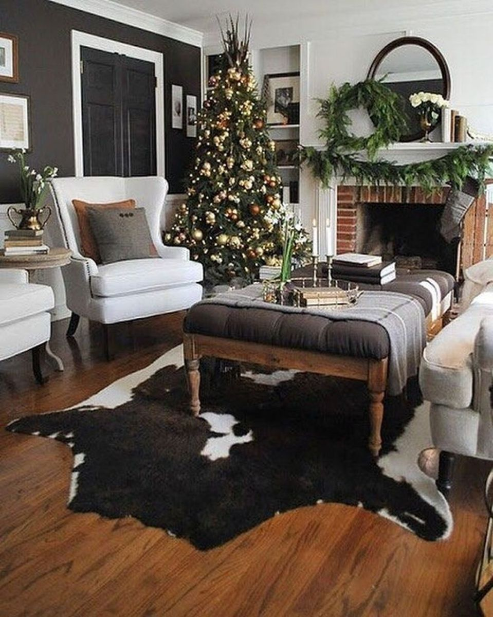 Gorgeous Christmas Living Room Decor Ideas To Look More Beautiful 12