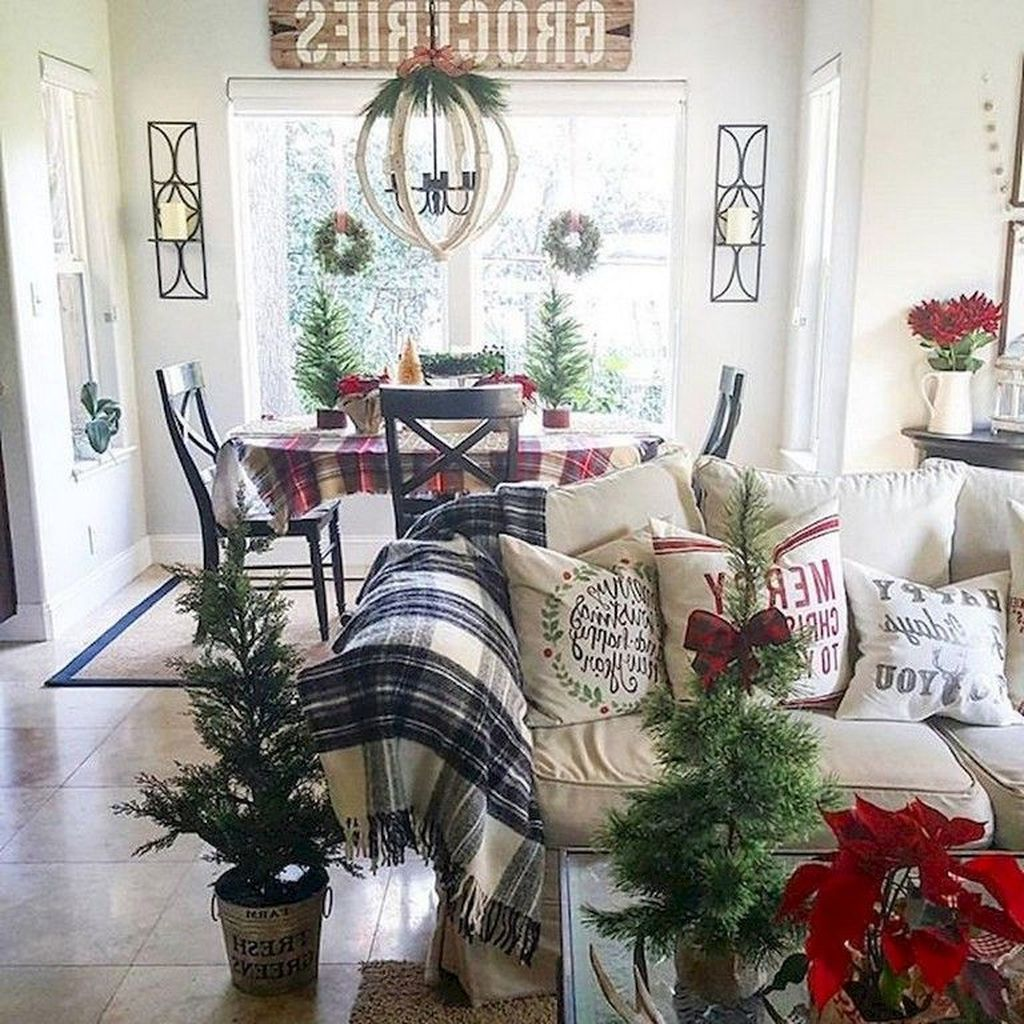 Gorgeous Christmas Living Room Decor Ideas To Look More Beautiful 16