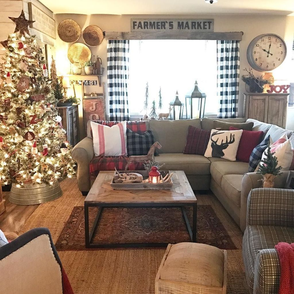 Gorgeous Christmas Living Room Decor Ideas To Look More Beautiful 26