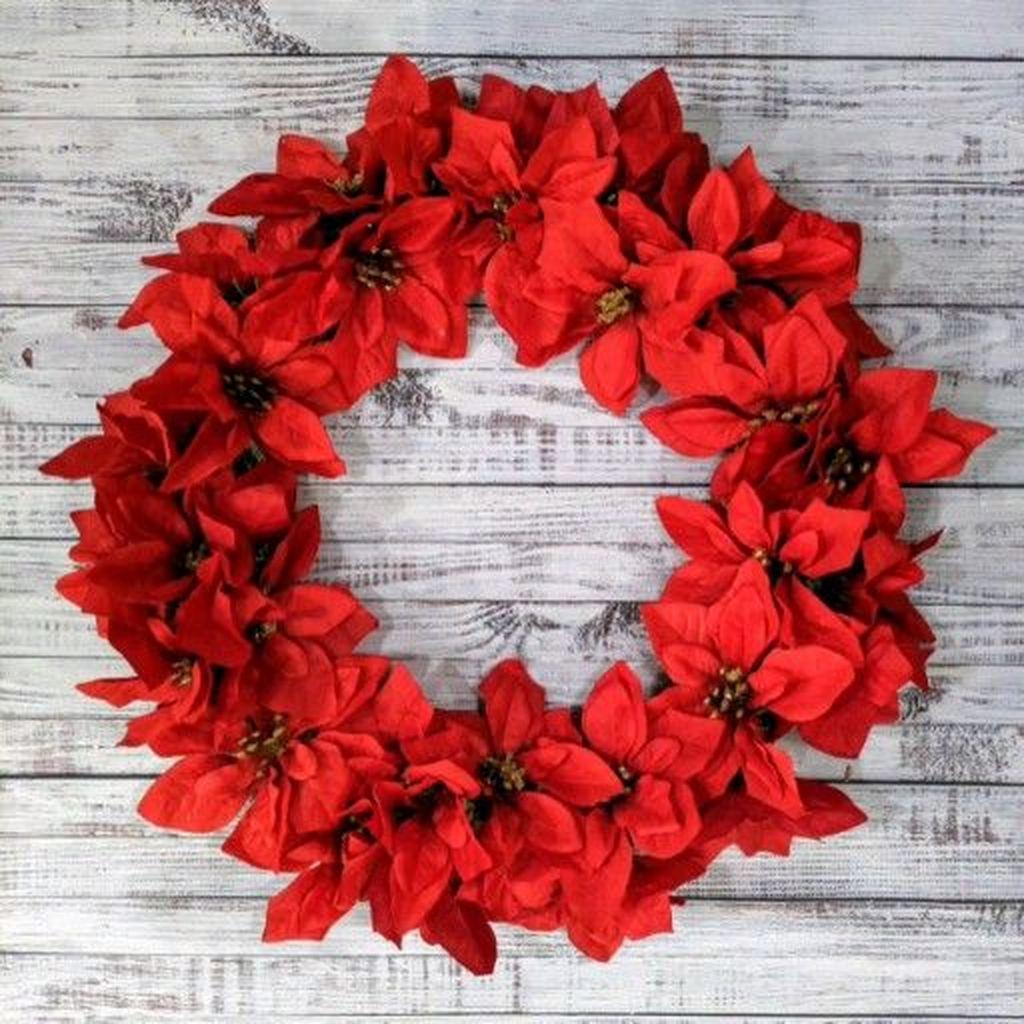 Gorgeous DIY Christmas Wreaths You Should Copy Now 05