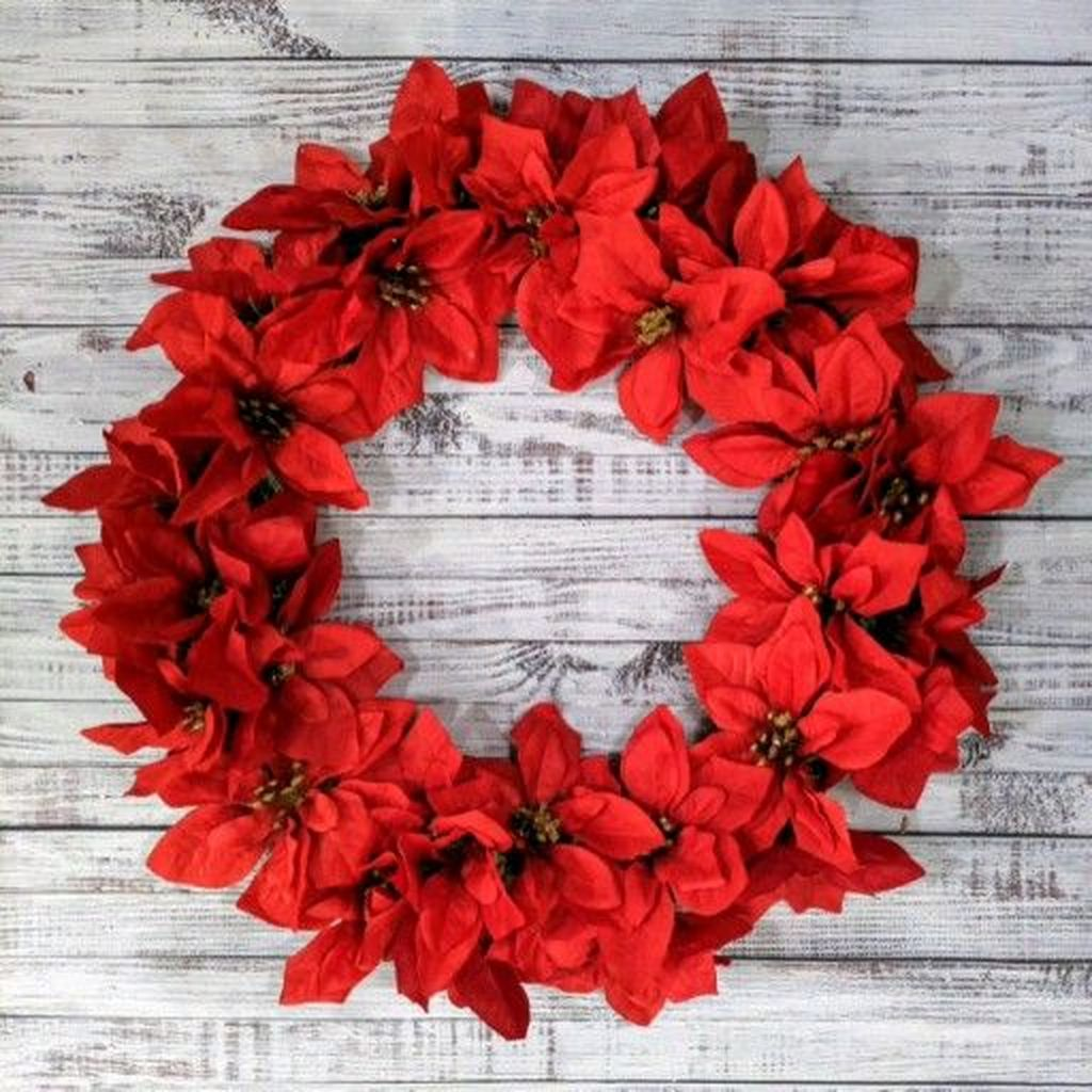 Gorgeous DIY Christmas Wreaths You Should Copy Now 05