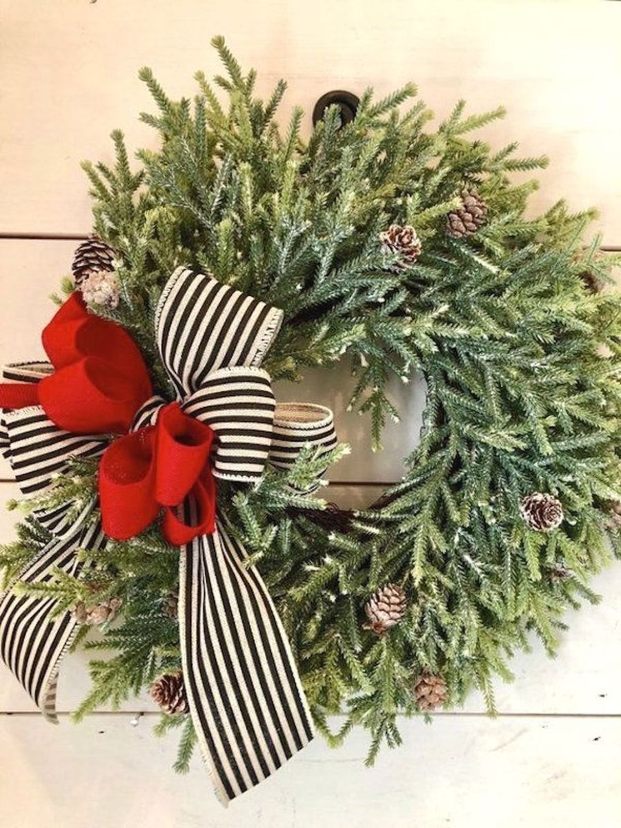 Gorgeous DIY Christmas Wreaths You Should Copy Now 16