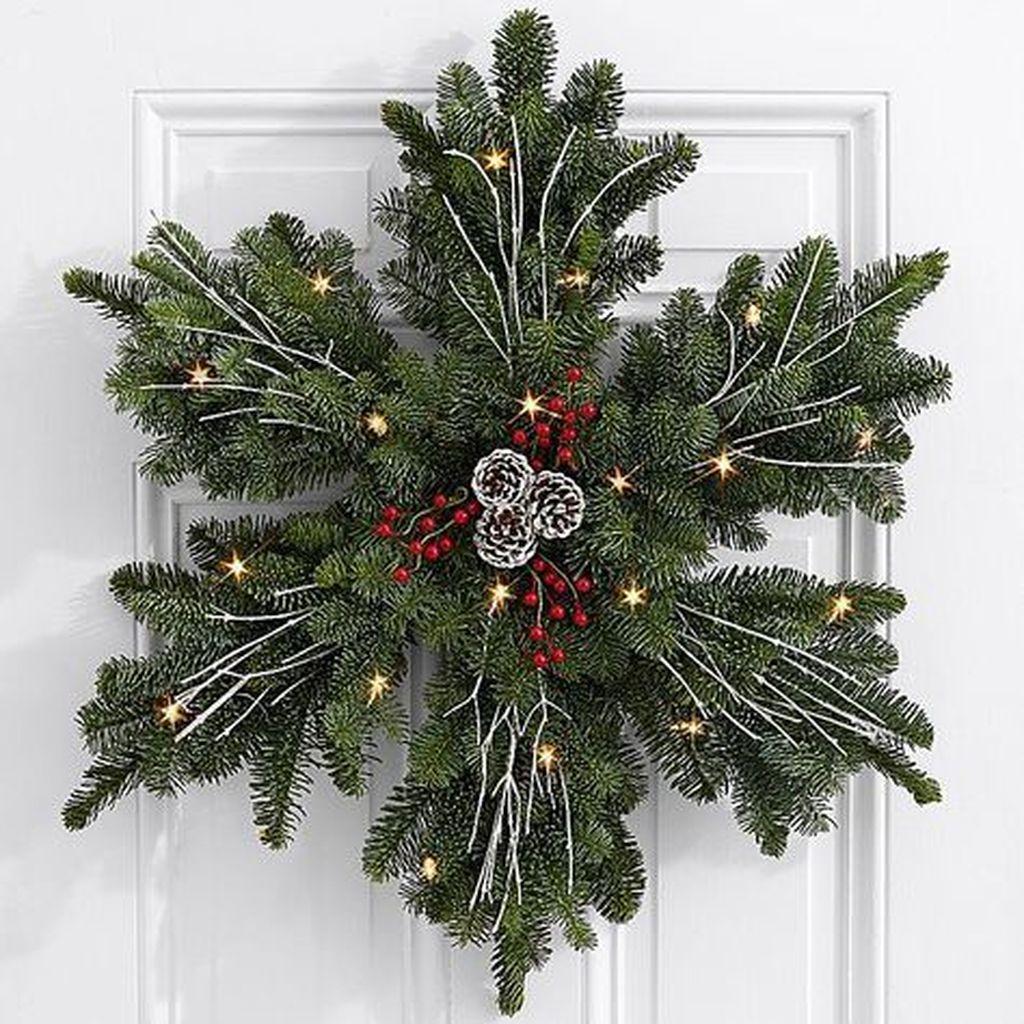 Gorgeous DIY Christmas Wreaths You Should Copy Now 18