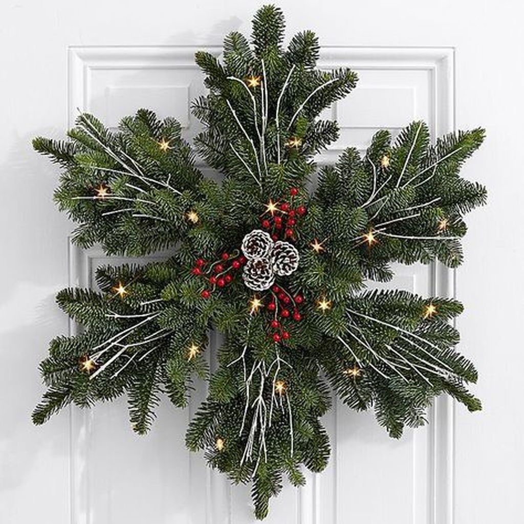 Gorgeous DIY Christmas Wreaths You Should Copy Now 18