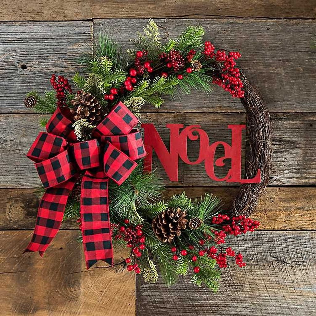 Gorgeous DIY Christmas Wreaths You Should Copy Now 31