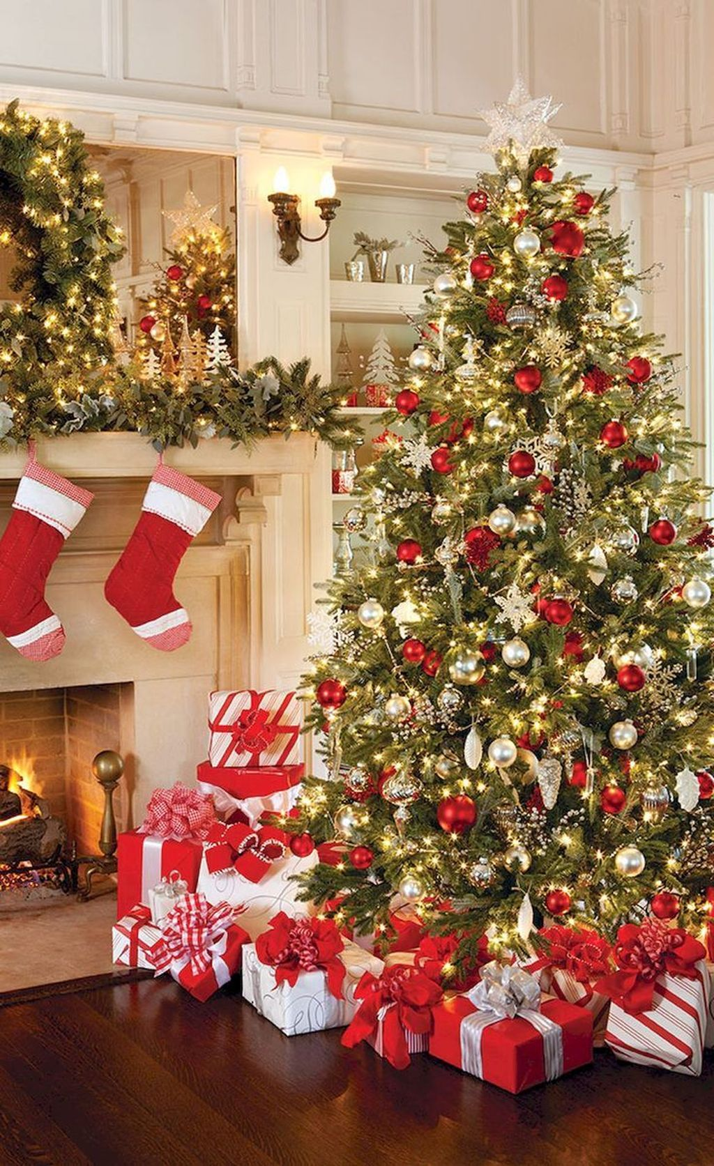 Lovely Christmas Tree Ideas To Beautify Your Interior Decor 09
