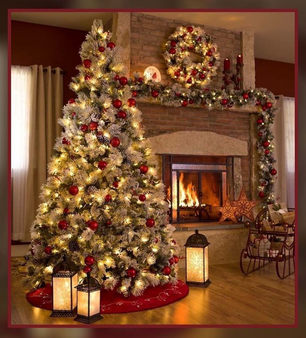 Lovely Christmas Tree Ideas To Beautify Your Interior Decor 28