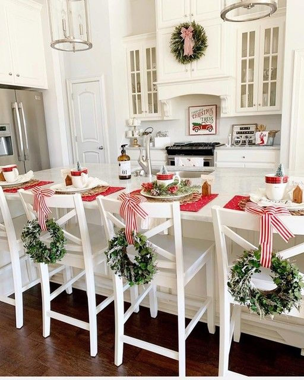 Popular Christmas Decor Ideas For Kitchen Island 07