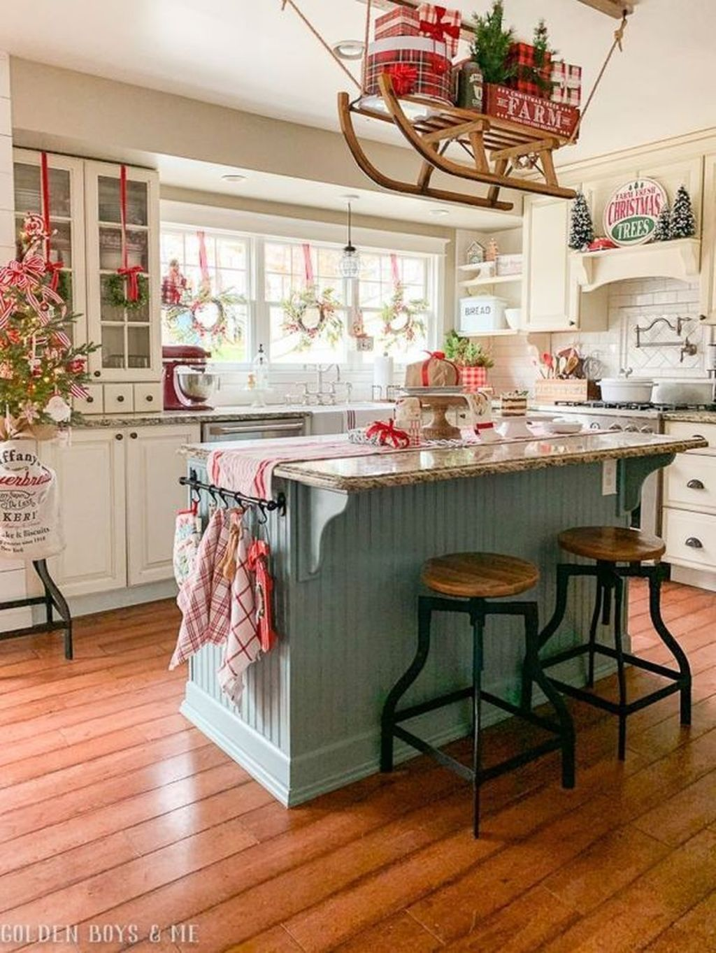 Popular Christmas Decor Ideas For Kitchen Island 15