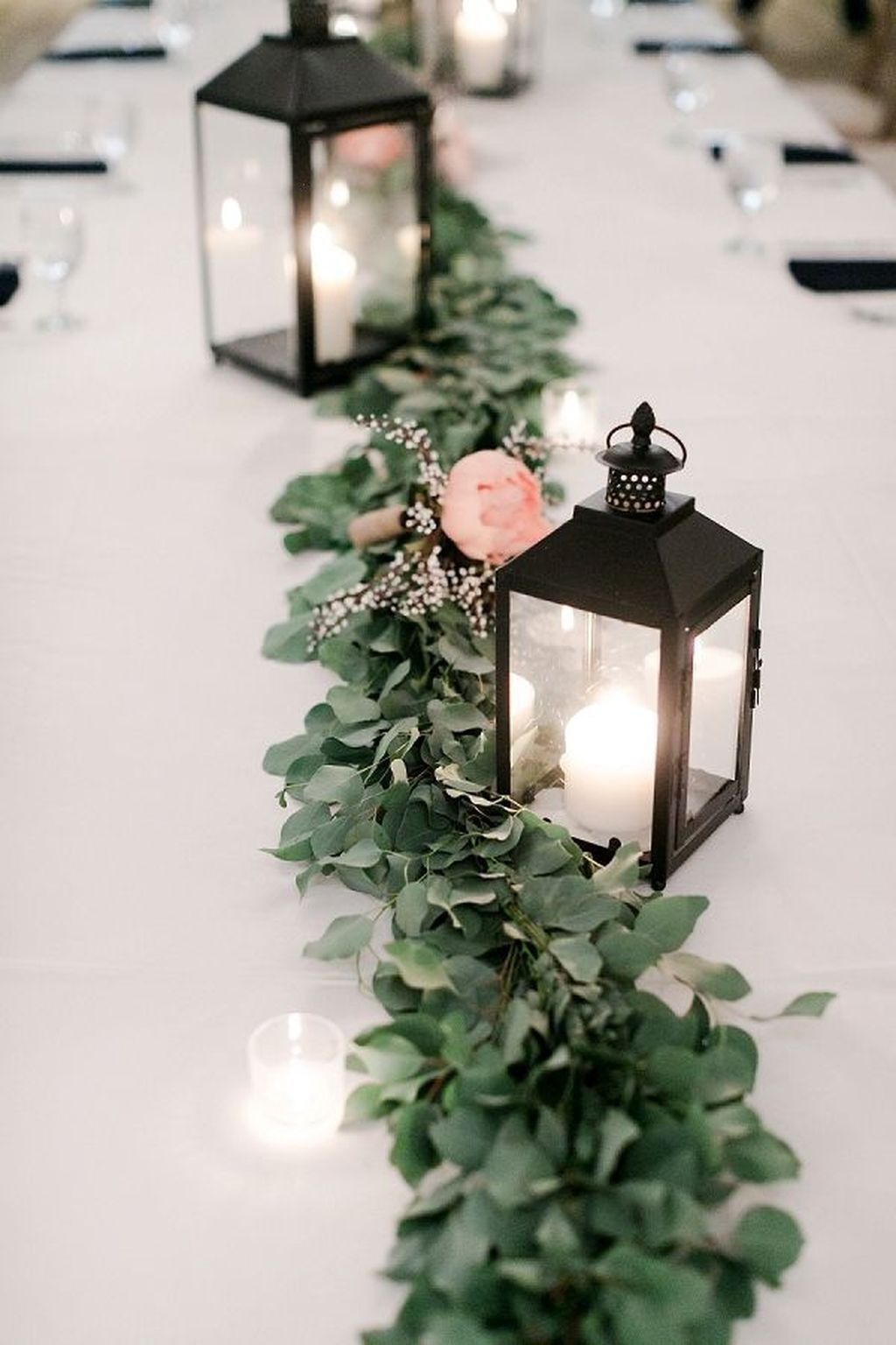 Popular Winter Table Centerpieces Ideas Best For Wedding 05