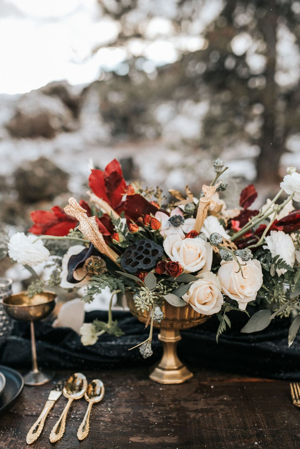Popular Winter Table Centerpieces Ideas Best For Wedding 09