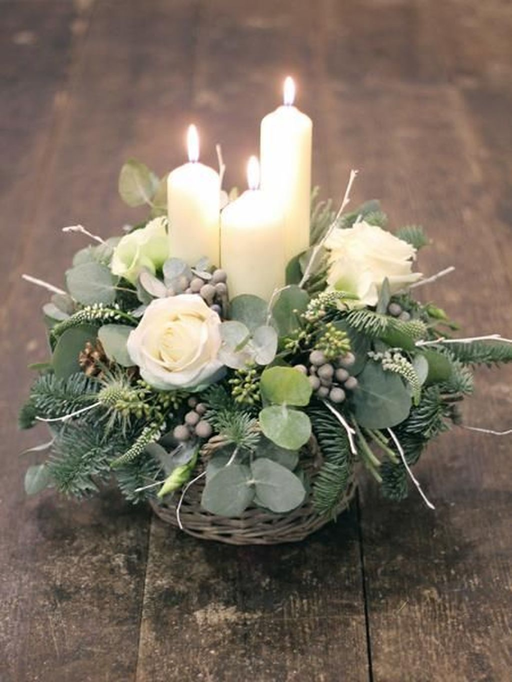 Popular Winter Table Centerpieces Ideas Best For Wedding 20