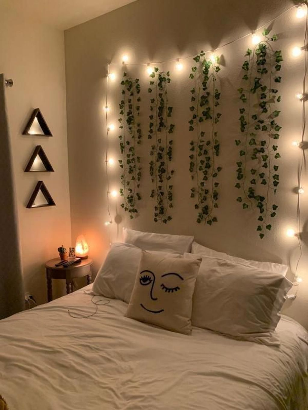 Stunning Christmas Lights Decoration Ideas In The Bedroom 05