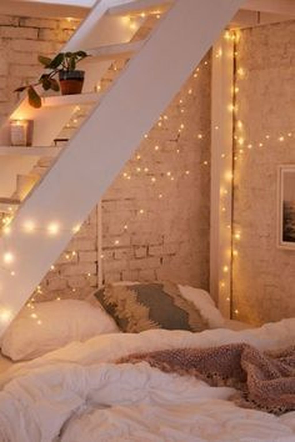 Stunning Christmas Lights Decoration Ideas In The Bedroom 07