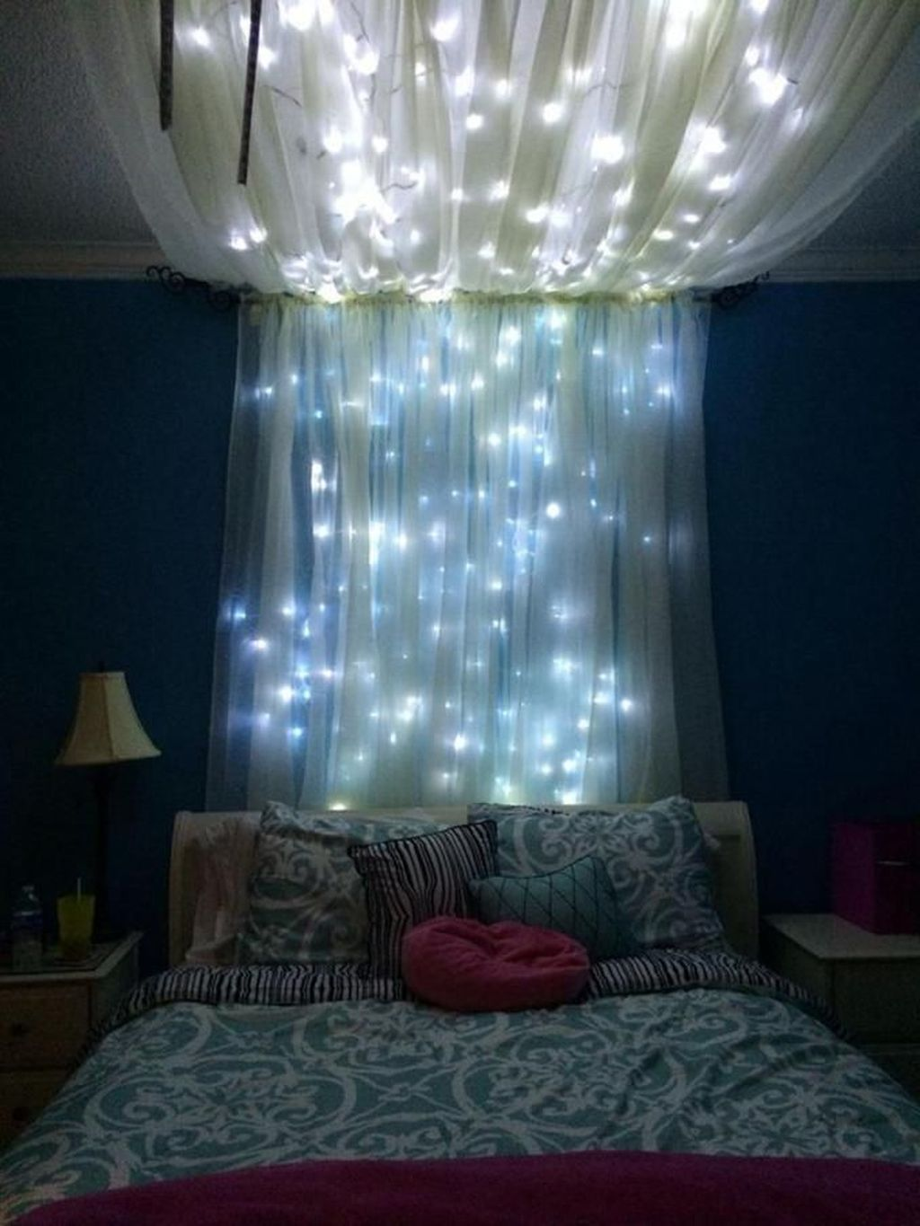 Stunning Christmas Lights Decoration Ideas In The Bedroom 10