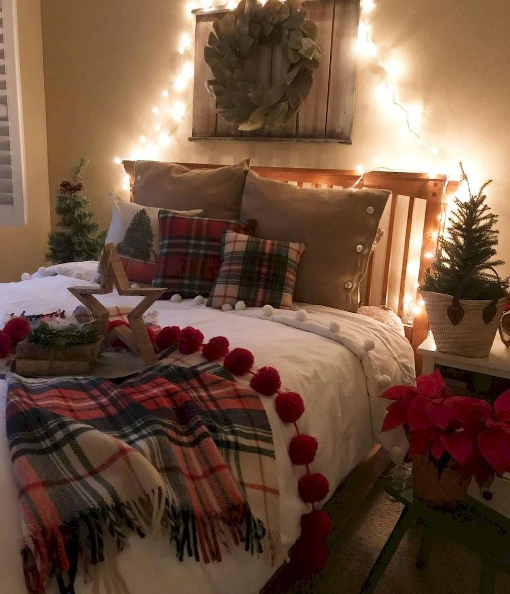 Stunning Christmas Lights Decoration Ideas In The Bedroom 13