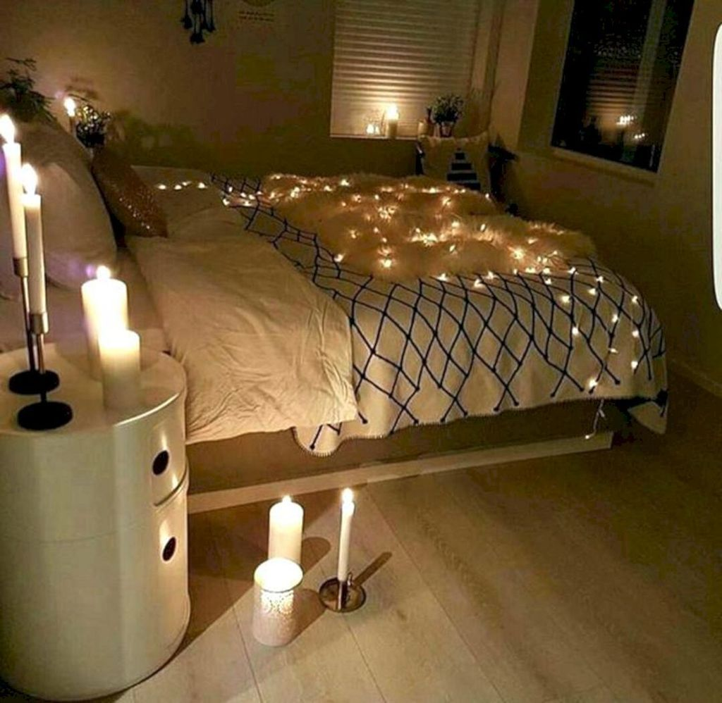 Stunning Christmas Lights Decoration Ideas In The Bedroom 14