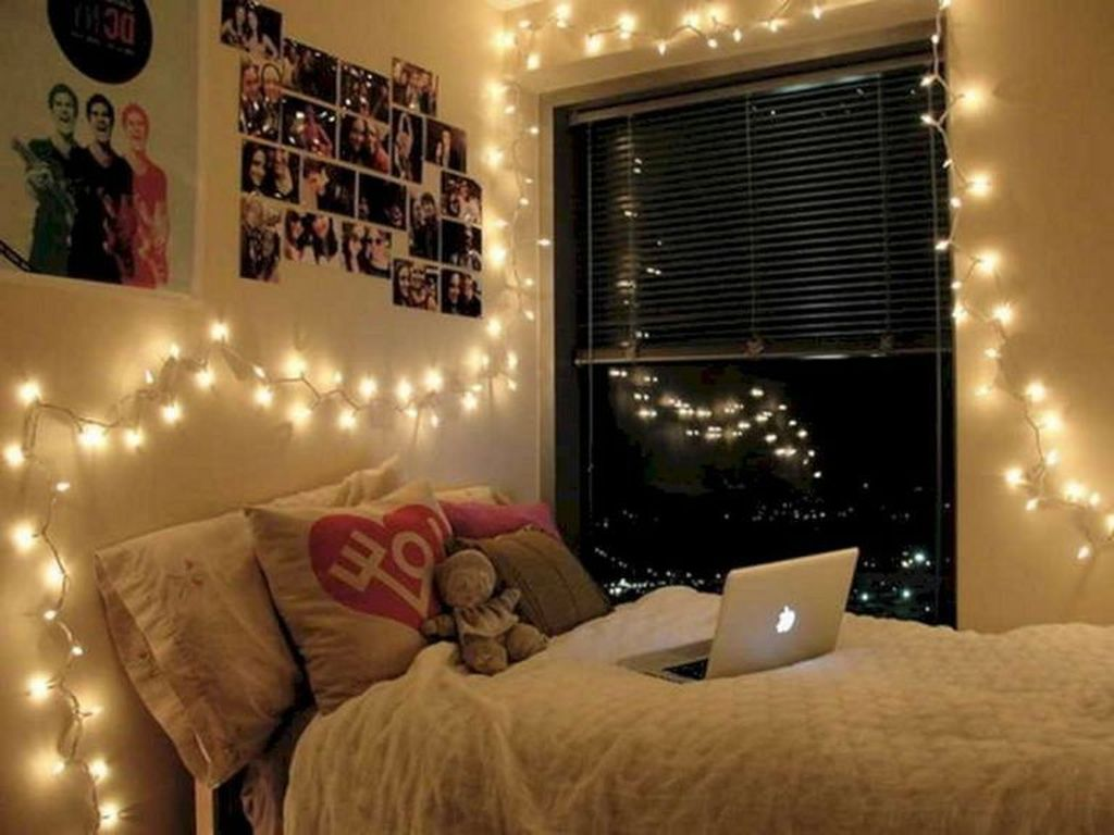 Stunning Christmas Lights Decoration Ideas In The Bedroom 15