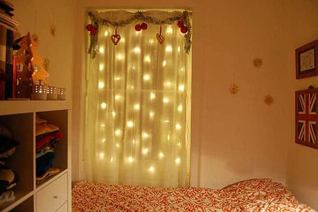 Stunning Christmas Lights Decoration Ideas In The Bedroom 20