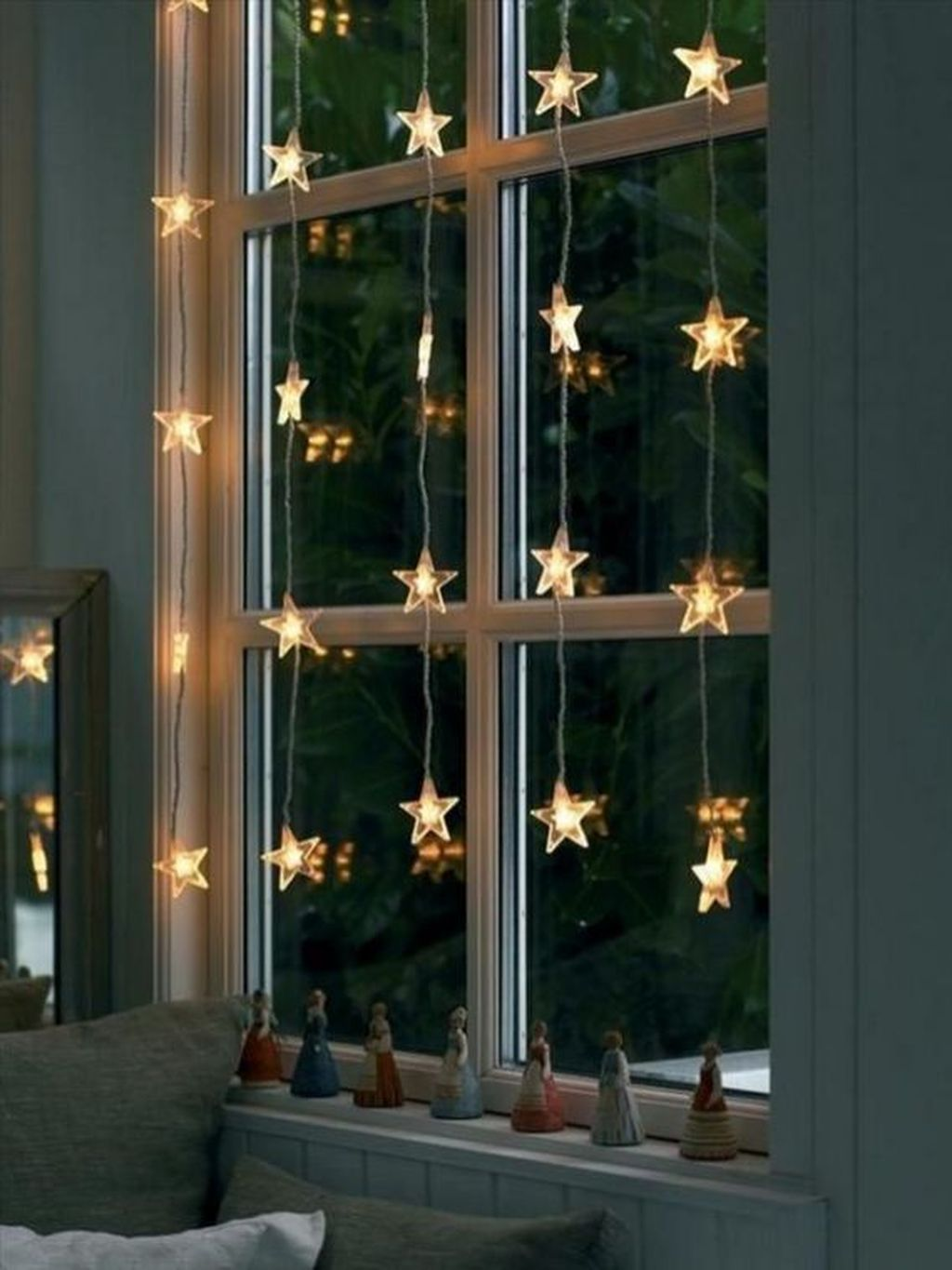 Stunning Christmas Lights Decoration Ideas In The Bedroom 34