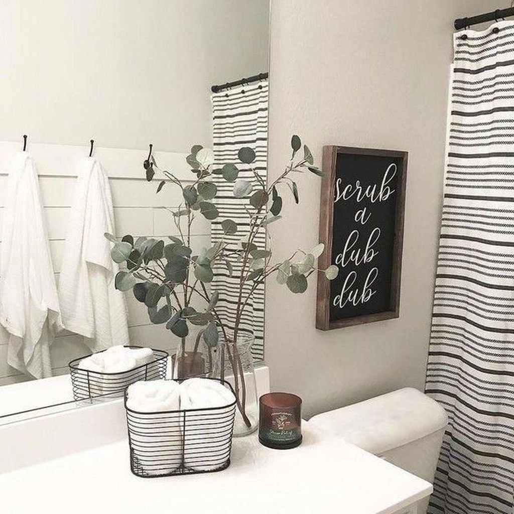 Stunning Winter Bathroom Decor Ideas 11