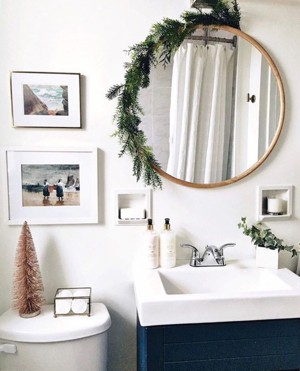 Stunning Winter Bathroom Decor Ideas 23