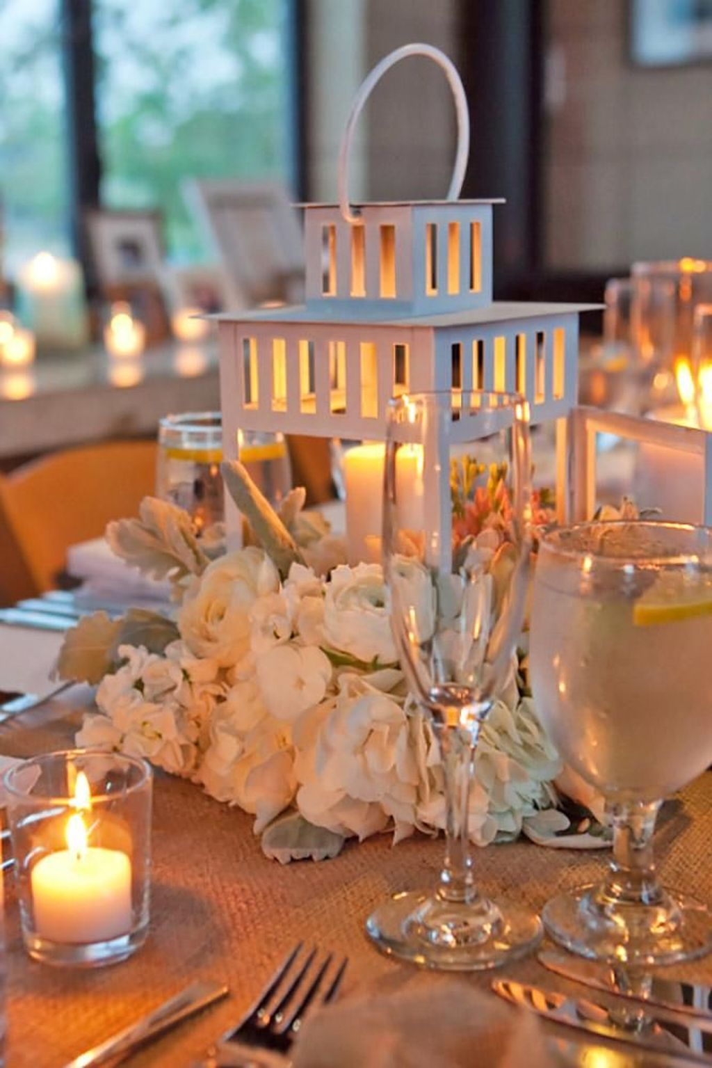Stunning Winter Lantern Centerpieces For Wedding 11