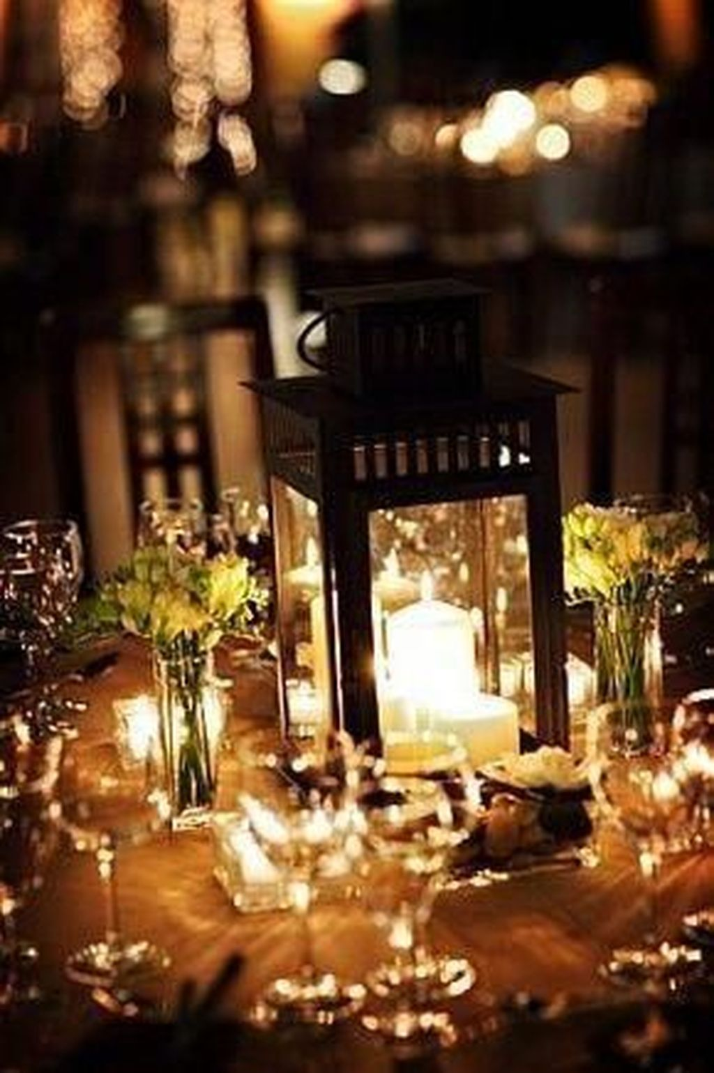 Stunning Winter Lantern Centerpieces For Wedding 31