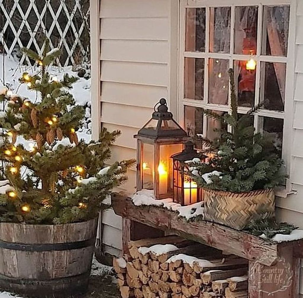 The Best Christmas Lanterns Outdoor Ideas Best For Front Porches 02