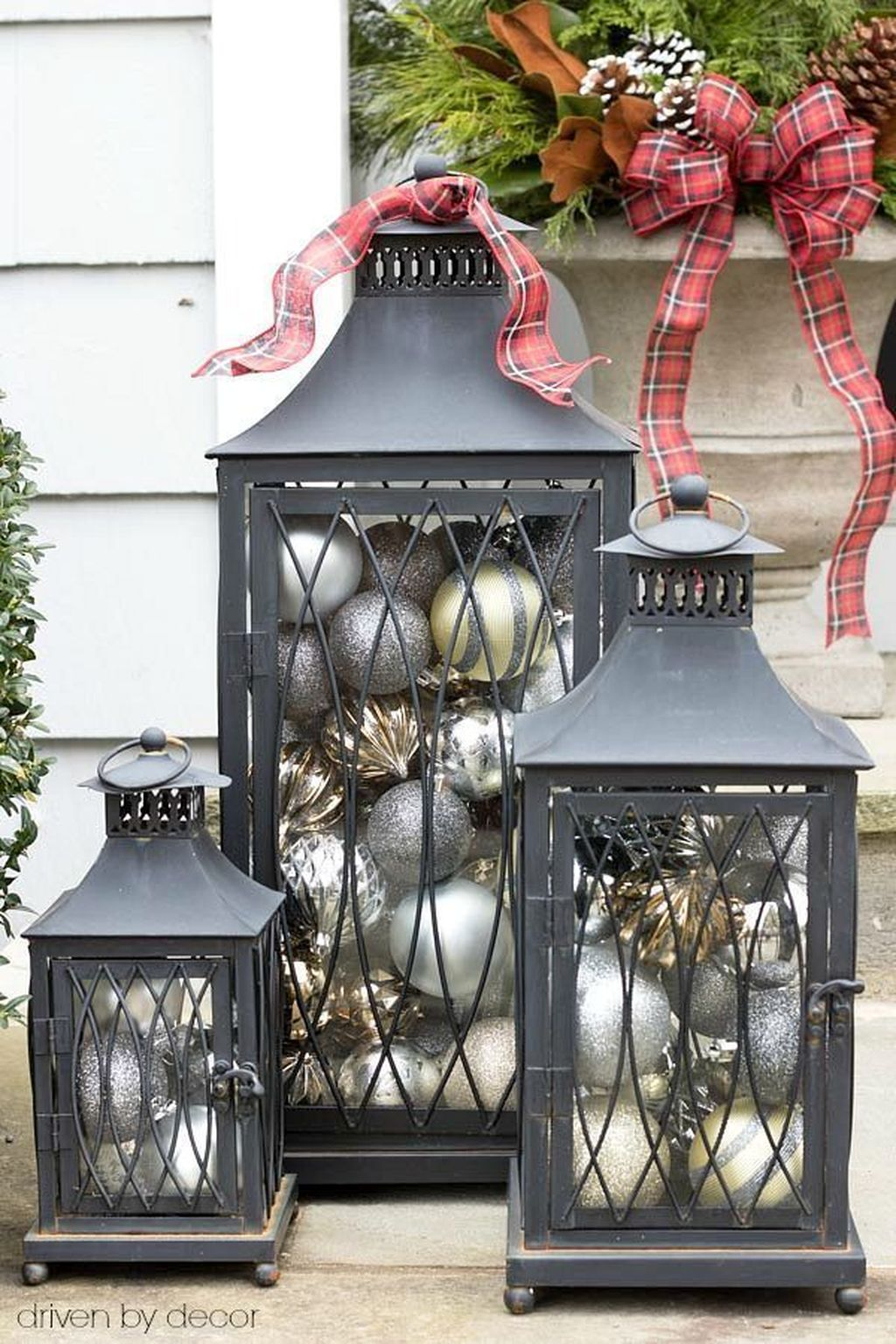 The Best Christmas Lanterns Outdoor Ideas Best For Front Porches 34