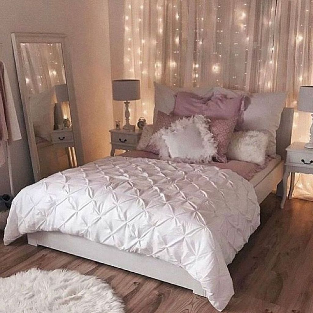 Awesome Romantic Bedroom Lighting Ideas You Will Love 19