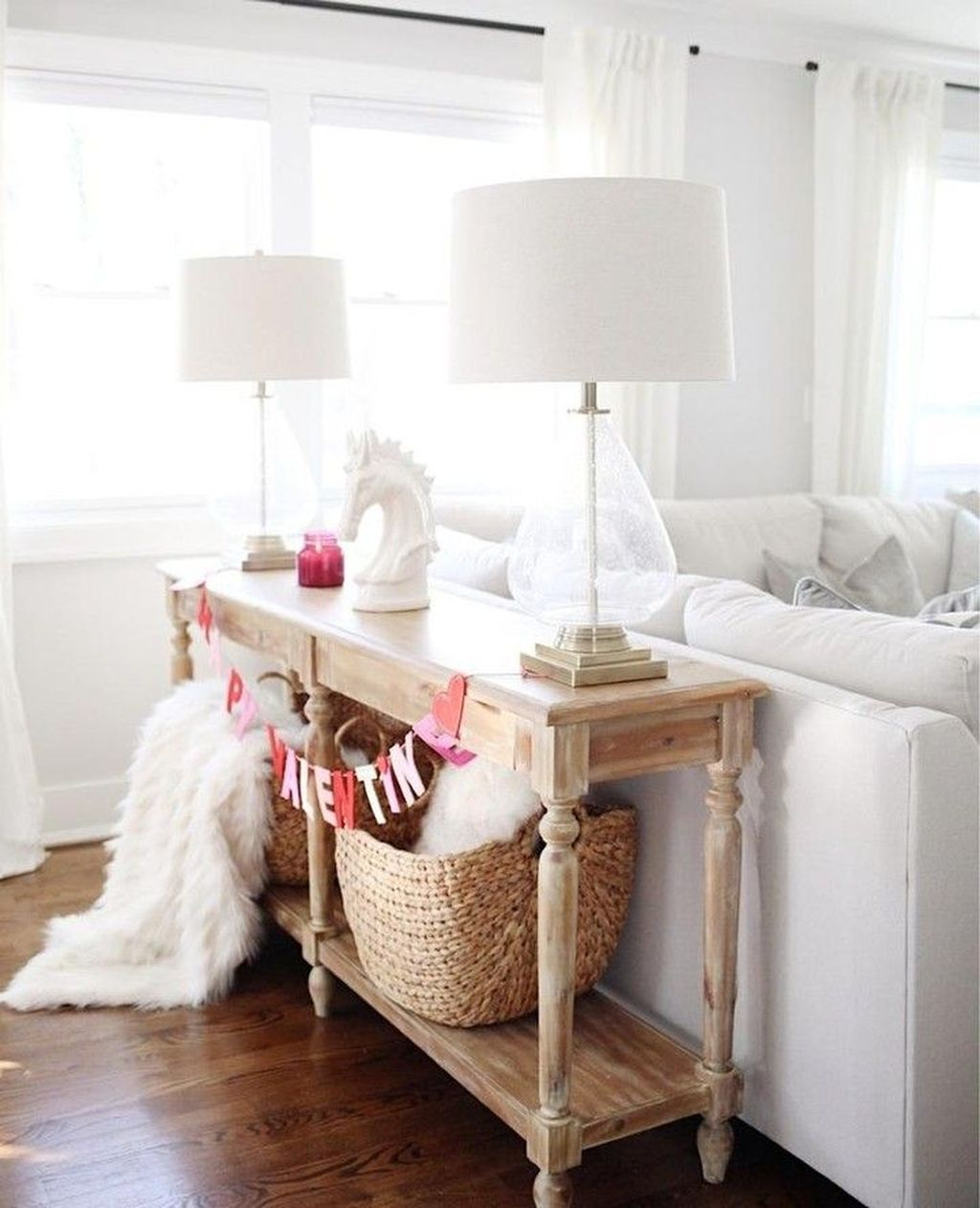 Beautiful Valentine Living Room Decor Ideas You Should Try 22