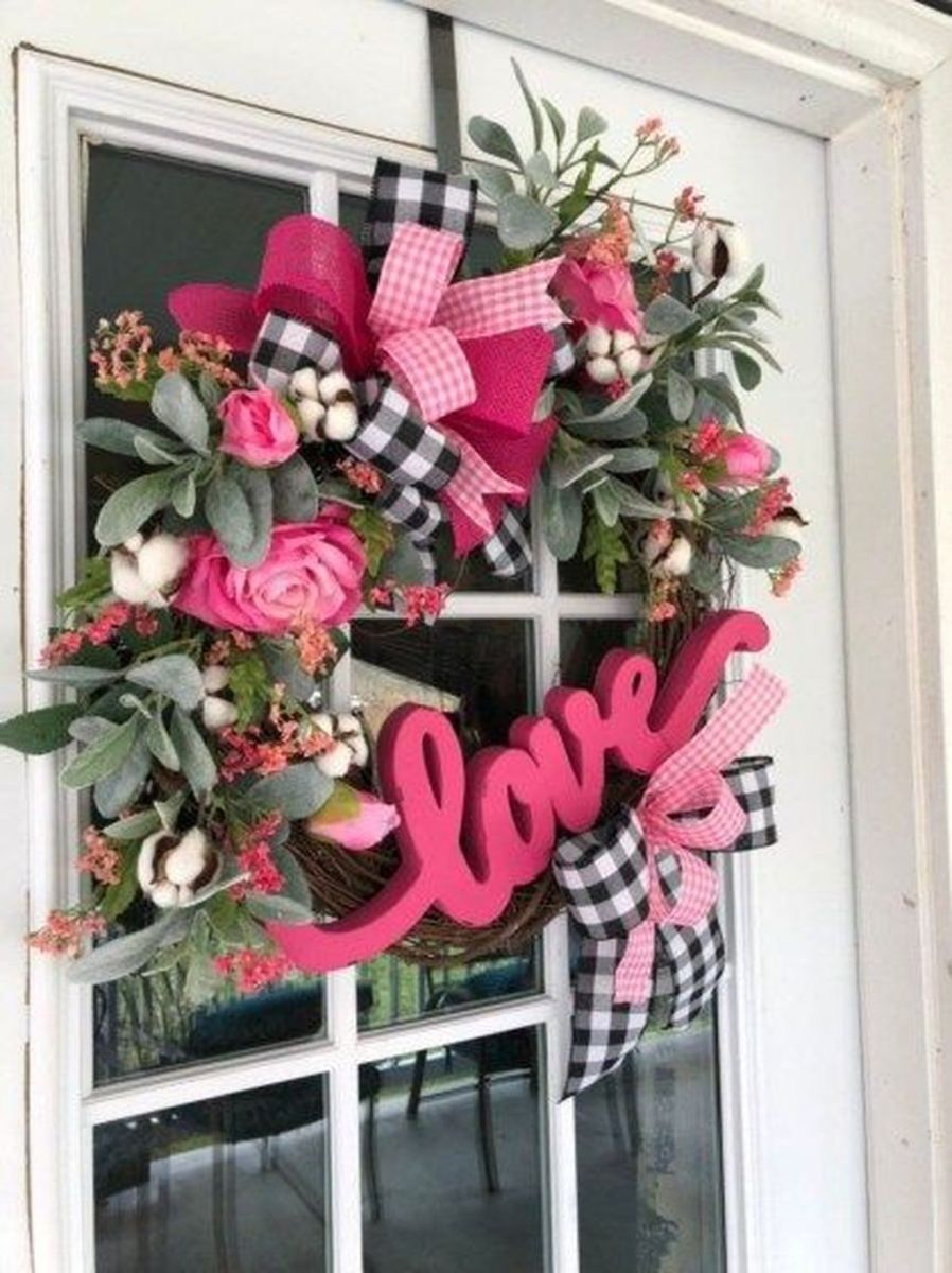 Fabulous Valentine Wreath Design Ideas FOr Your Front Door Decor 02